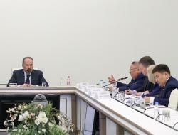 Егор Борисов рассказал Михаилу Меню о реализации наиболее значимых госпрограмм в сфере строительства и ЖКХ в Якутии