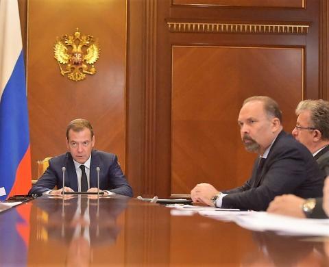 Дмитрий Медведев поручил Минстрою России до конца года провести анализ всех проблемных объектов долевого строительства